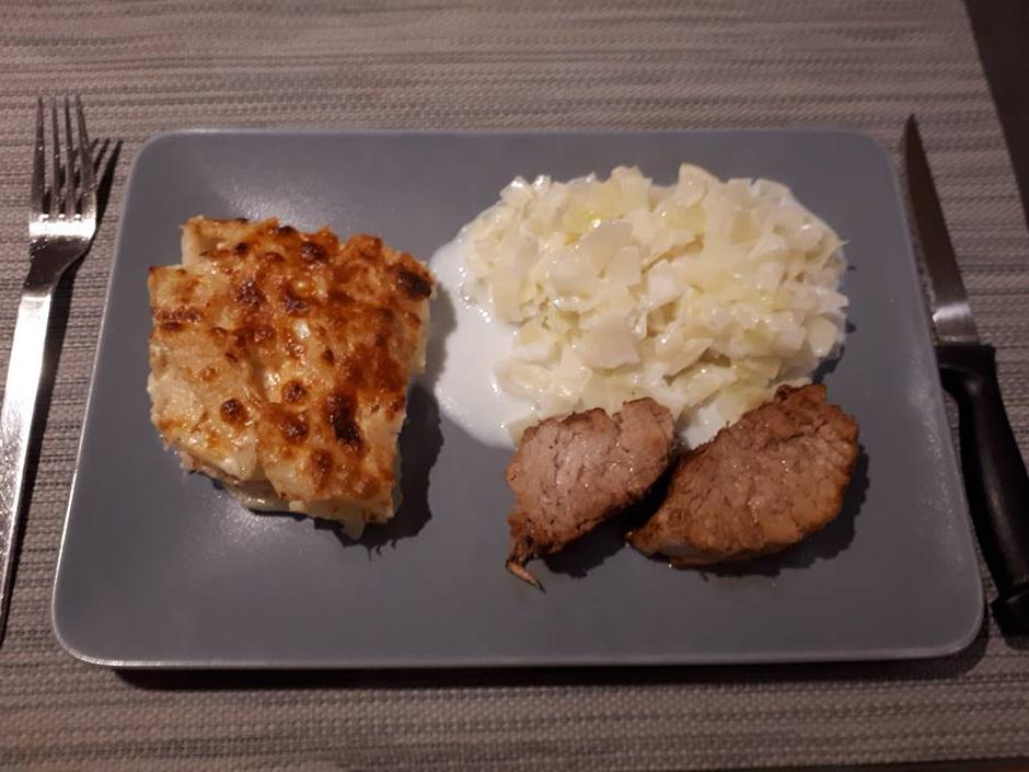 Gratin van aardappel en knolselder met varkenshaasje en witte kool