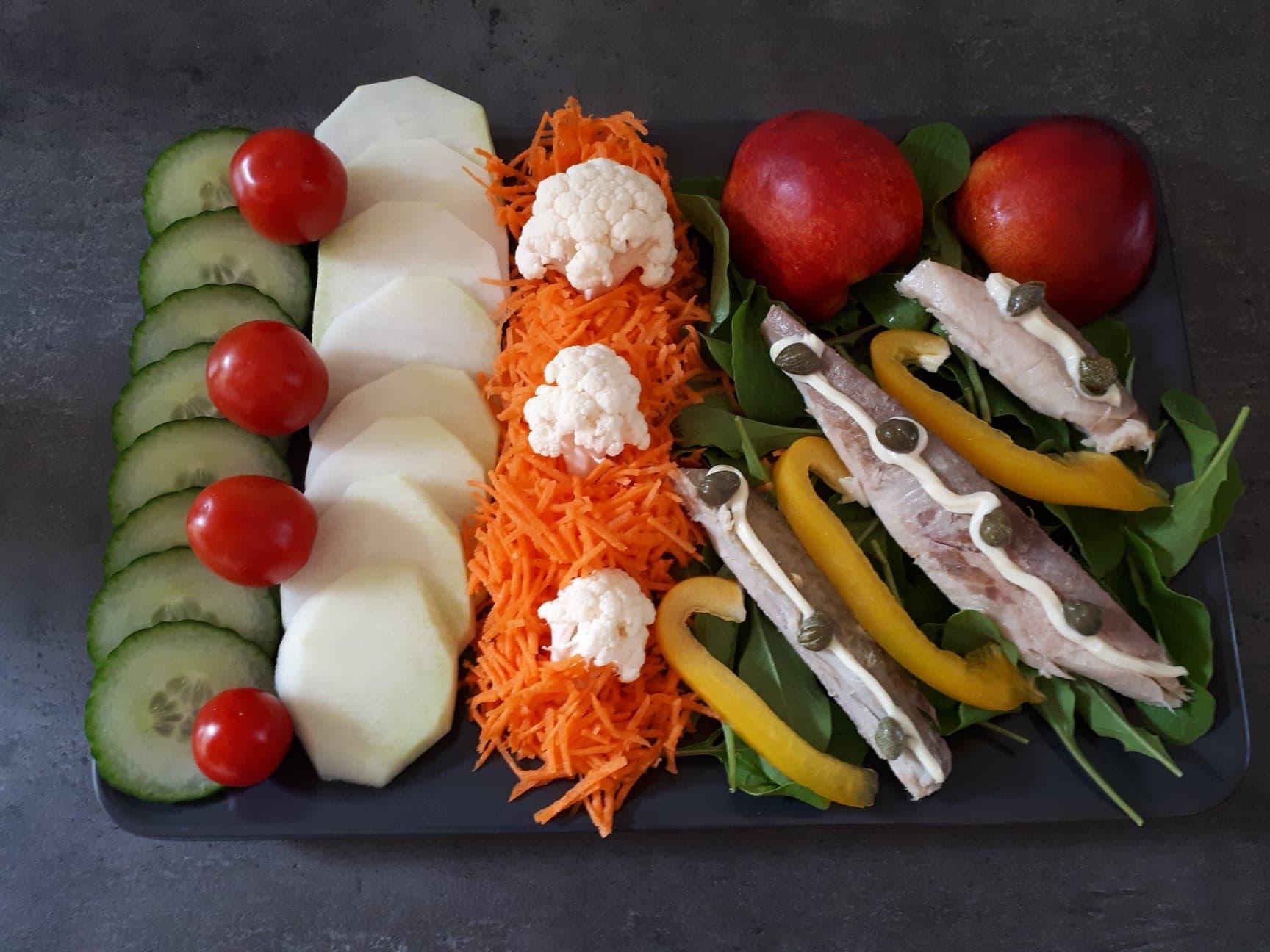 Salade met gerrookte forel en nectarine